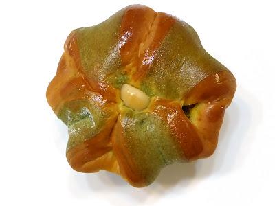 北海道えびすかぼちゃパン | VIE DE FRANCE(ヴィ・ド・フランス)