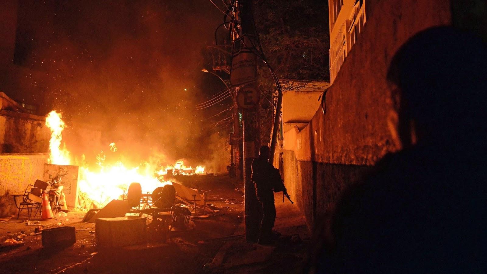 Rio em chamas crítica - Protestos Brasil 2013/2014