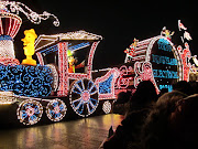 They also got some pretty striking pictures of the Electrical Parade: (sisters in japan )