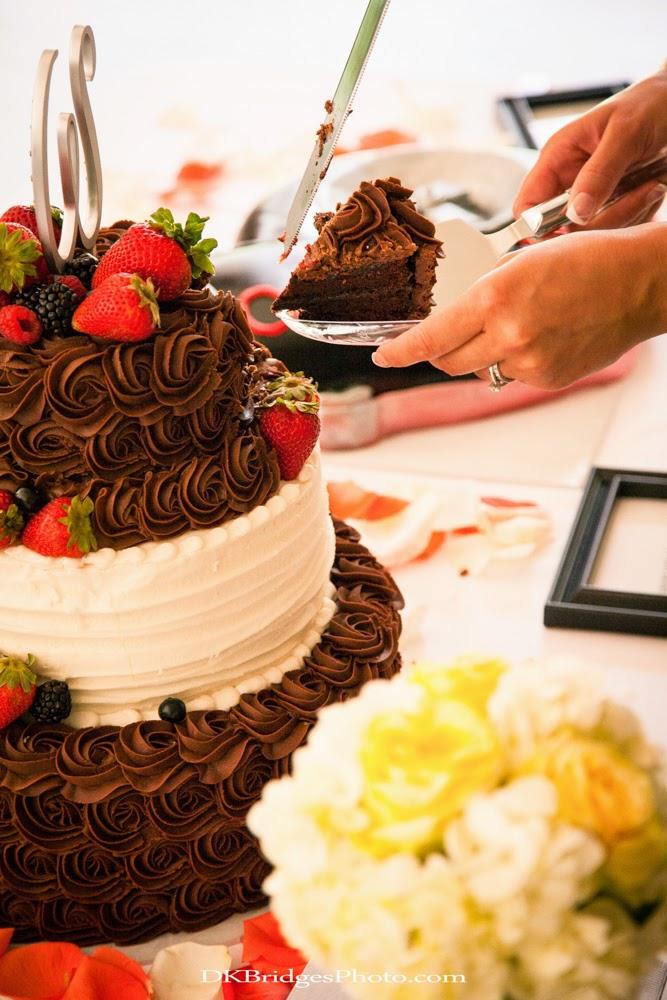 IMAGE: http://1.bp.blogspot.com/-CecC4vF0xC0/U6reaLXvxDI/AAAAAAAAPWs/e_Ujn5W2fSY/s1600/wedding+edits+FINALS+web+(260+of+335).jpg