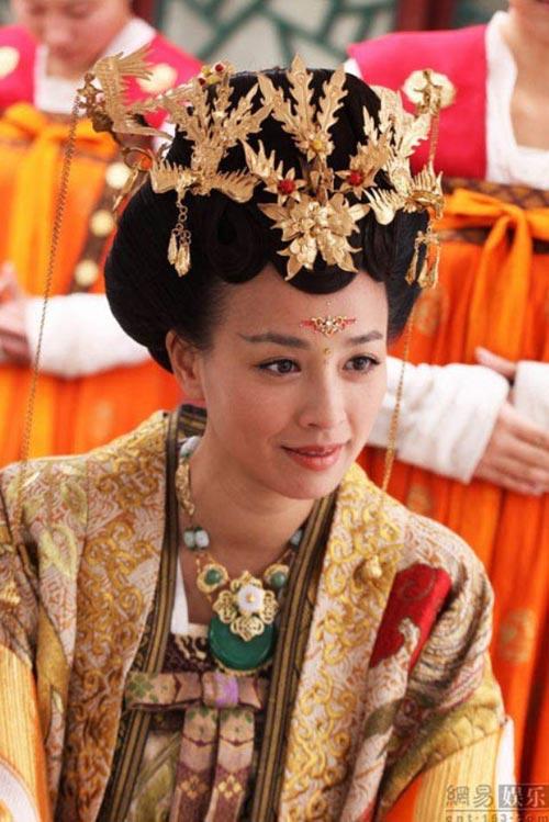 vẫn cốt truyện cũ xoay quanh mối tình giữa thầy trò của Cô Long và Dương Quá cùng những tuyệt thế võ công của Trung Hoa cổ đại nhưng với dàn diễn viên viên mới và một vài tình tiết khác lạ. Cho...