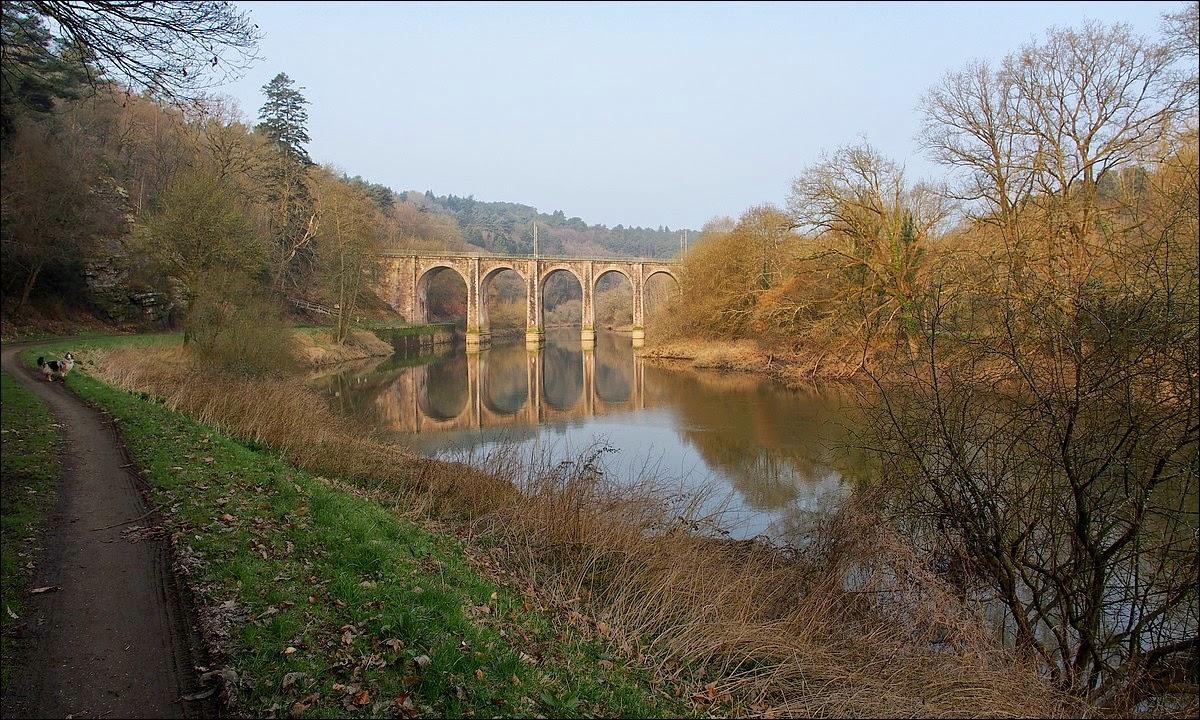 Les arches du  viaduc de Corbinières sont obliques