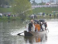 雨の中、川渡御は始まった