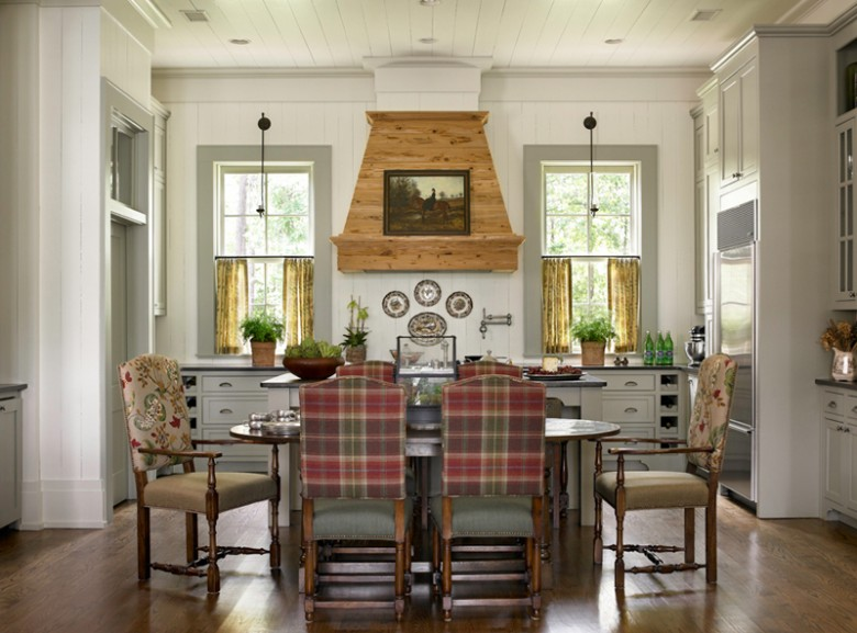 New home interior design southern traditional for Southern kitchen design