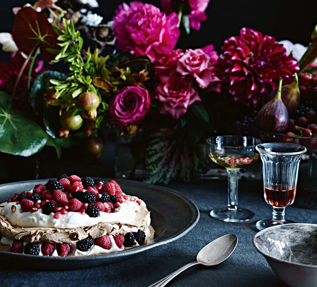 rich florals, rich dessert, table decor