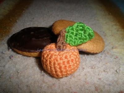 mini naranja hecha a crochet para el reto amistoso nº40