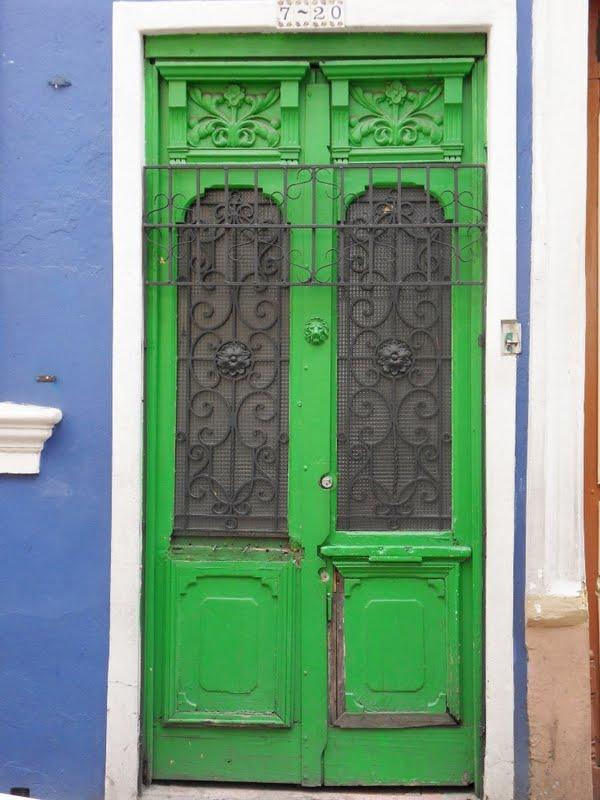 Los mejores pintores fot grafos y escultores de colombia for Puerta blindada antigua casa gutierrez