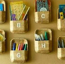 http://manualidadescon.com/10005/organizador-con-bandejas-descartables-recicladas