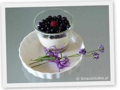 Mini serniczki z jagodami - deser bez pieczenia