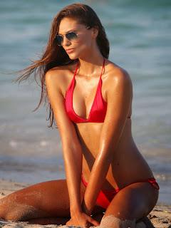 Fernanda-Uesler-in-Bikini--04.jpg
