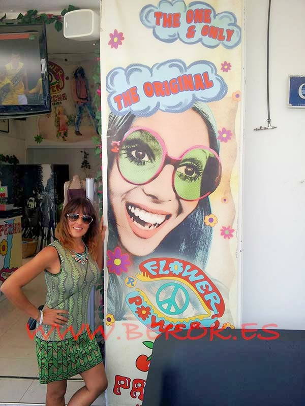 Foto de Thania Guerrero al llegar a Ibiza
