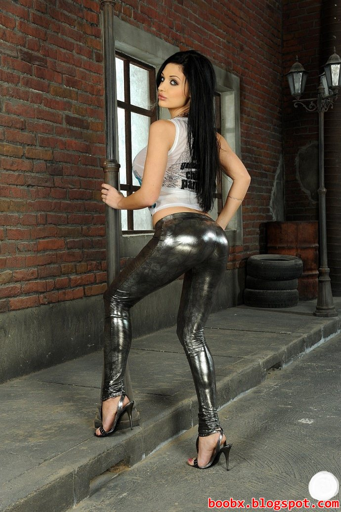Nude Boobs Aletta Ocean Shiny Pants
