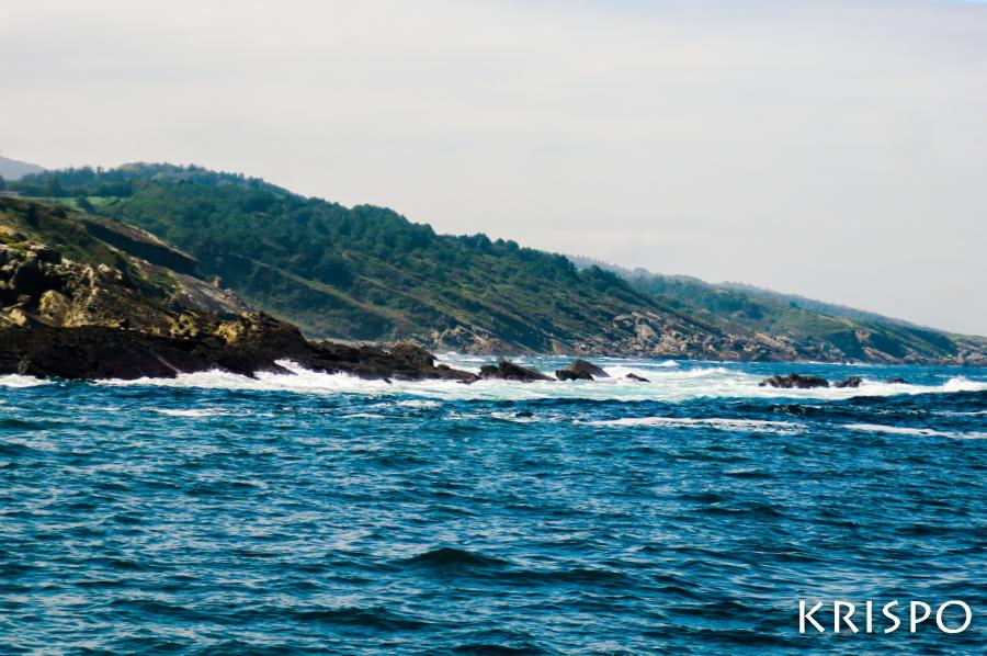 costa y rocas de jaizkibel desde el mar