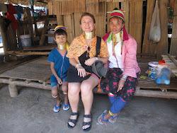 Burmalı Padaung kabilesinin kadınlarıyla