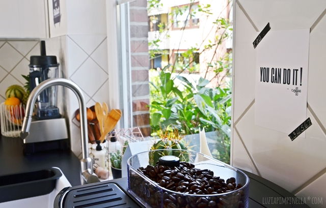 unsere selbstgebaute metod IKEA küche in schwarz-weiß   luzia pimpinella