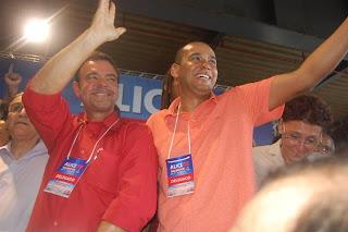 Ao lado do deputado federal Daniel Almeida na Convenção do PCdoB que homologou a candidatura de Marcelo para vereador e a deputada Alice Portugal para prefeita