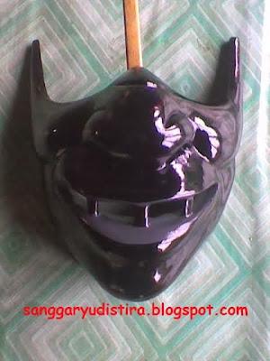 topeng custom dari kayu : jasa pembuatan topeng dari kayu