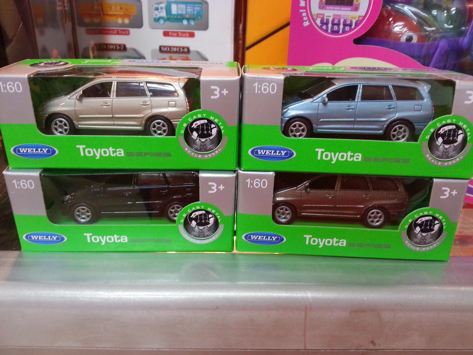 Welly 1:60 Toyota Kijang Innova