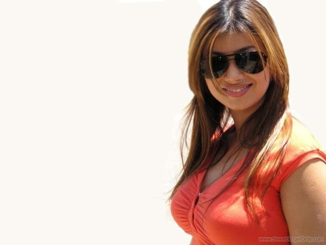 Ayesha Takia Wide Screen Wallpaper