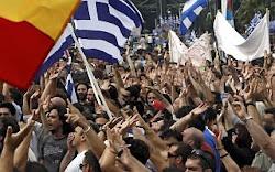 Milhares de pessoas estão nas ruas na Grécia para protestar contra o arrocho econômico