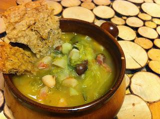 zuppa d' inverno con verza, patate, guanciale e mix di fagioli