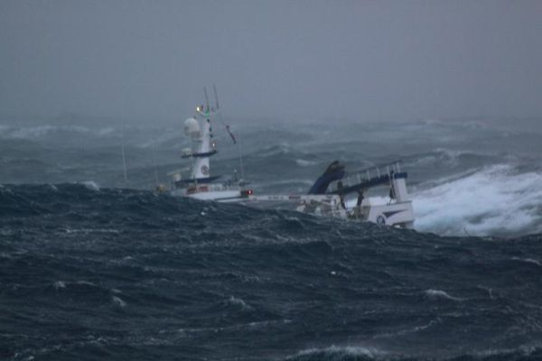 Ship+in+the+storm4 Ship in the storm (11 pics)