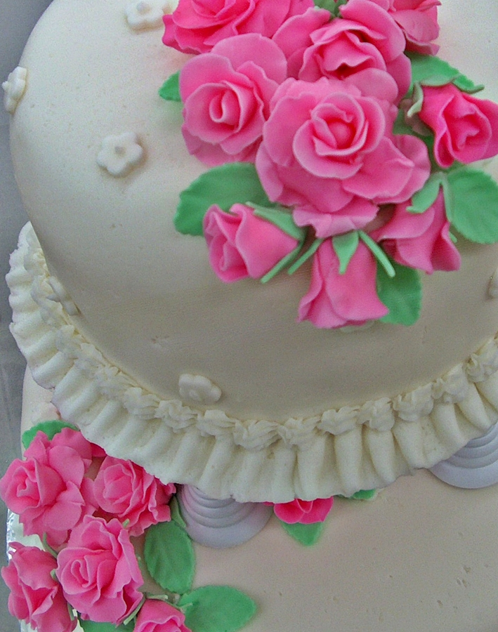 Decorate Cake With Fondant Flowers : Versatile Vegetarian Kitchen: Easy Fondant Roses