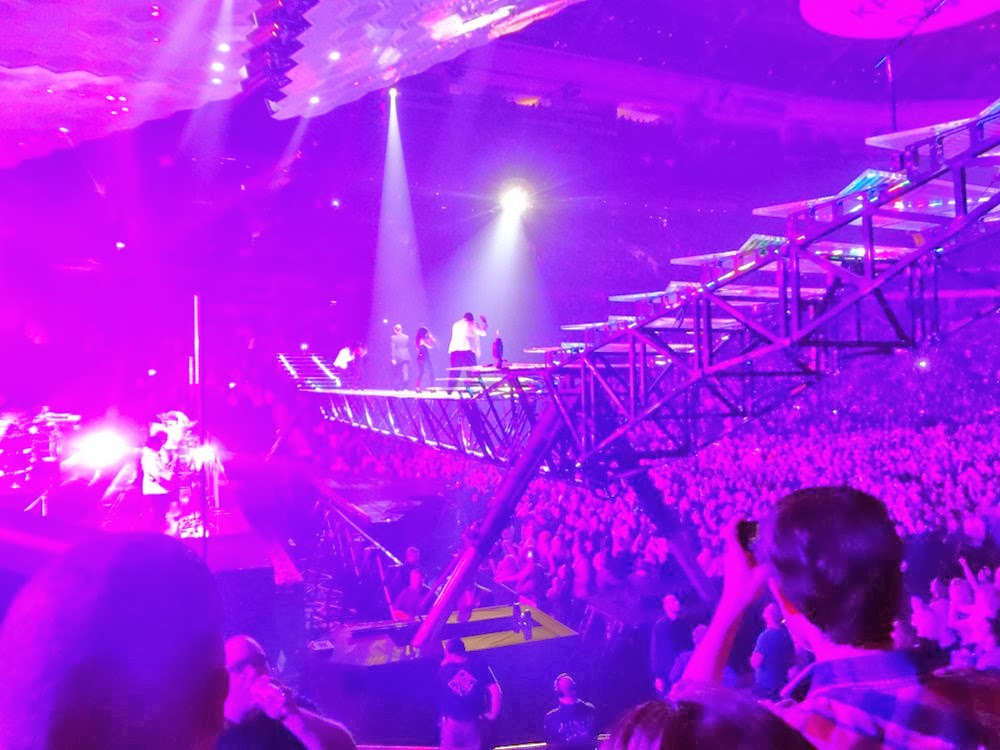 Moving stage on hydaullics at a Justin Timberlake show