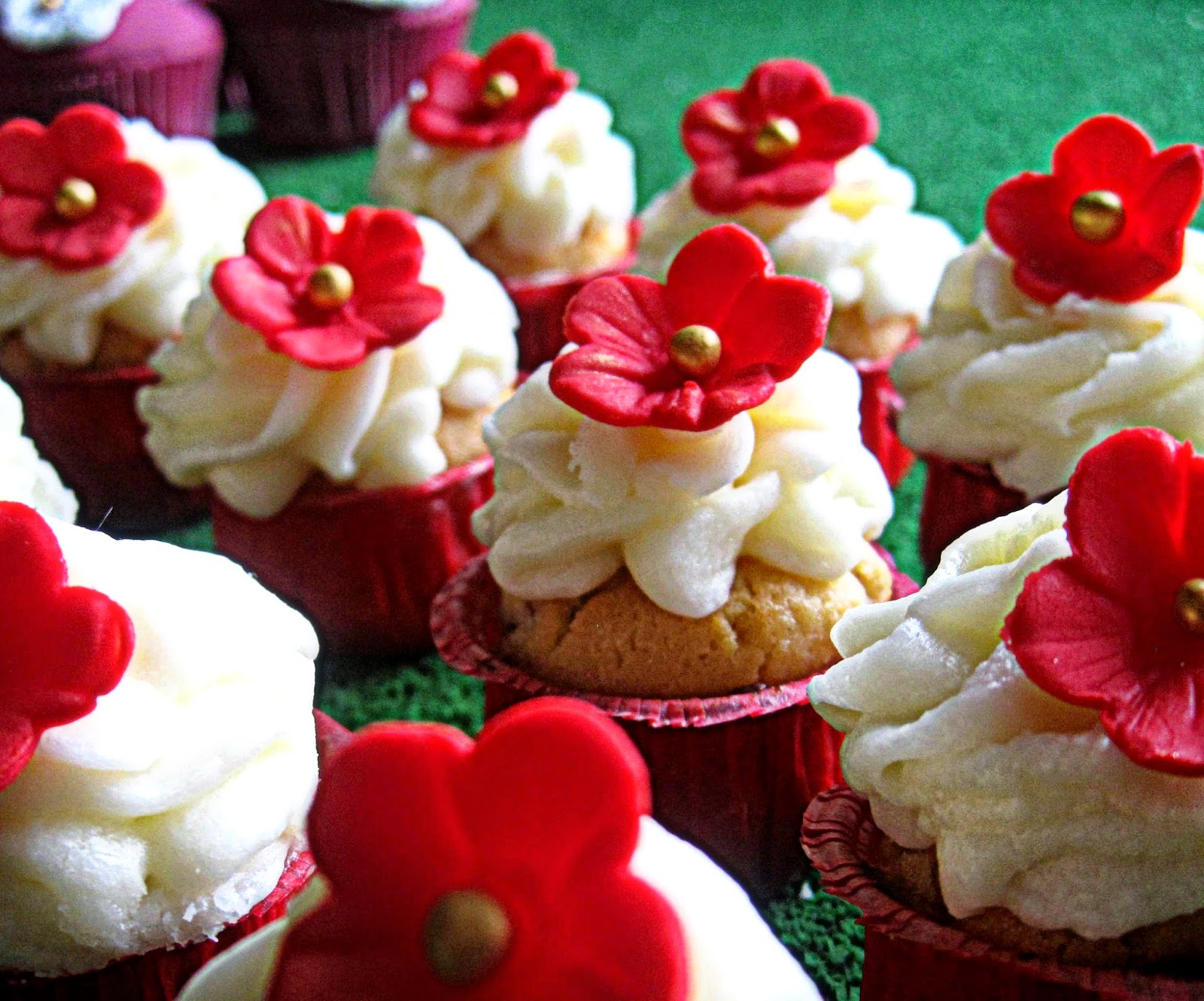 http://cupcakeluvs.blogspot.dk/2014/05/honing-mandel-rose-cupcakes-honey.html