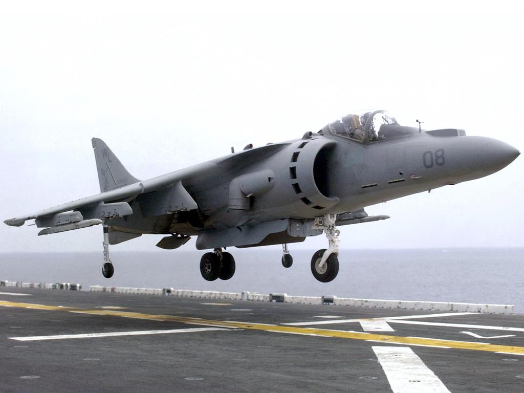 Gambar 8 . Pesawat bersayap tetap yang mampu mendarat vertical (AV-8 ...