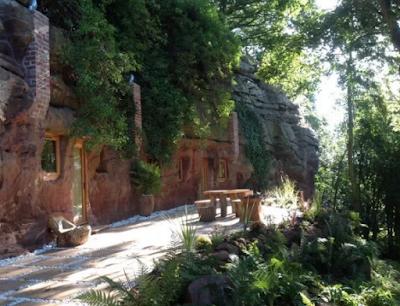 Ξόδεψε πάνω από 200 χιλιάδες δολάρια για να μετατρέψει σπηλιά στο σπίτι των ονείρων του