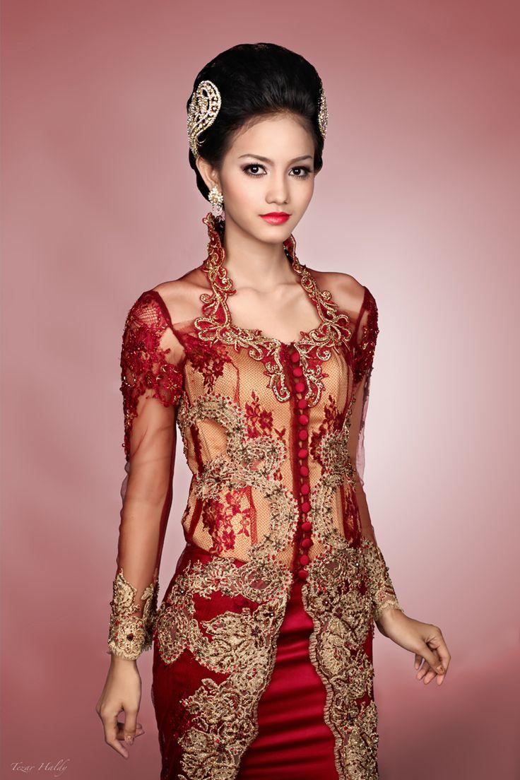 Model Kebaya Brokat Modern Merah