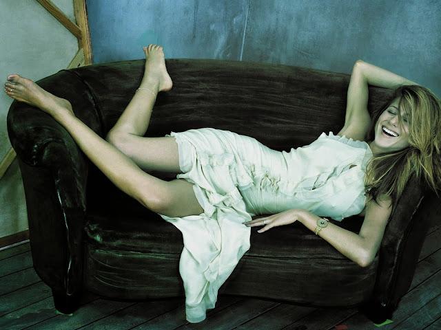 """<img src=""""http://1.bp.blogspot.com/-Cj0nBgBz6HM/UkmuOCF4QgI/AAAAAAAAD8Q/PnrC4wLQ1TQ/s1600/00563_aniston348_122_1132lo.jpg"""" alt=""""Jennifer Aniston wallpapers"""" />"""