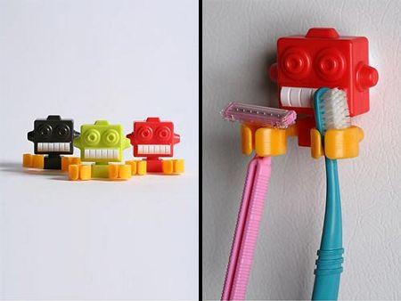 Пластиковый держатель зубных щеток или бритвы в виде робота