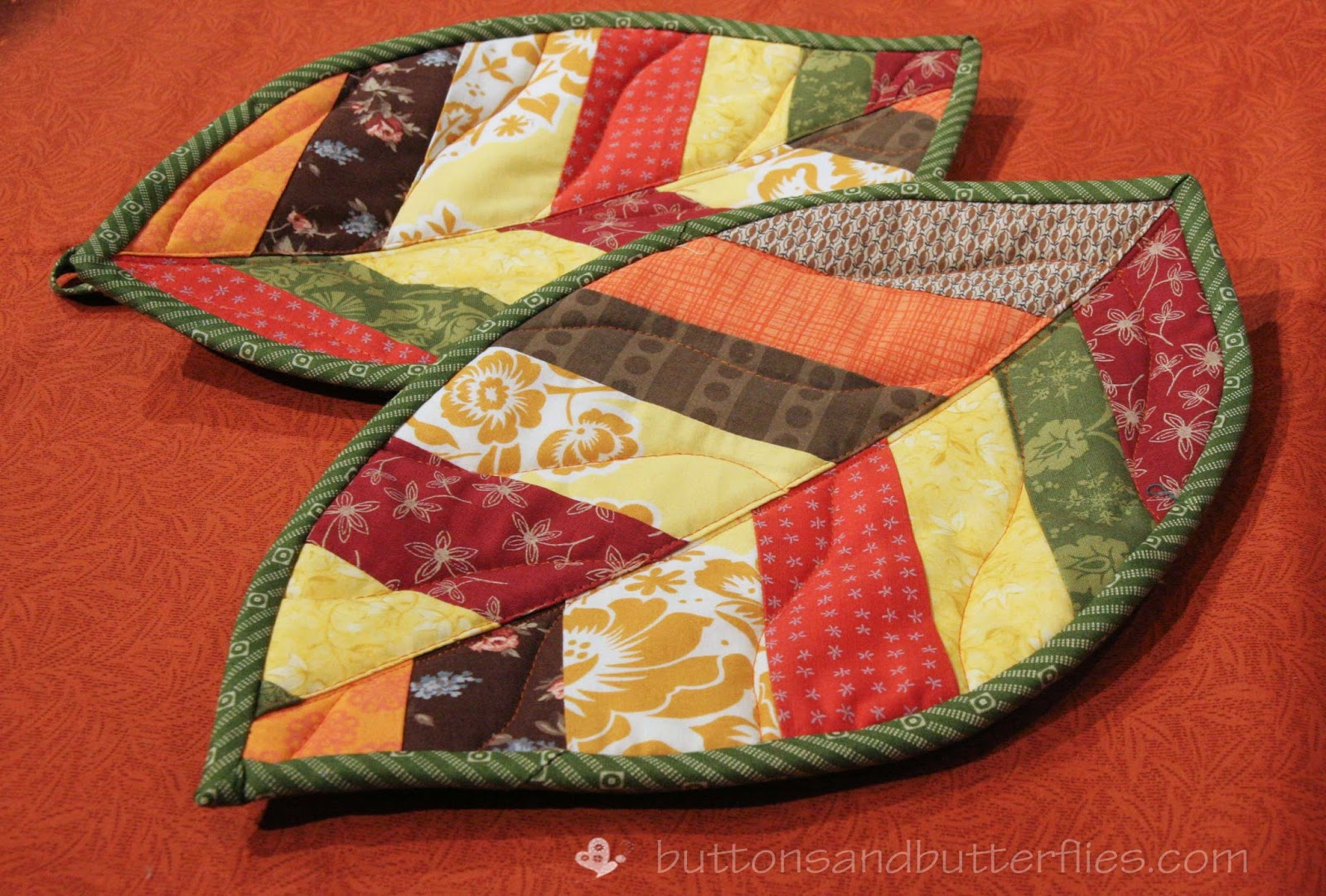Buttons and Butterflies: Quilted Leaf Potholders {Tutorial} : quilted potholders tutorials - Adamdwight.com