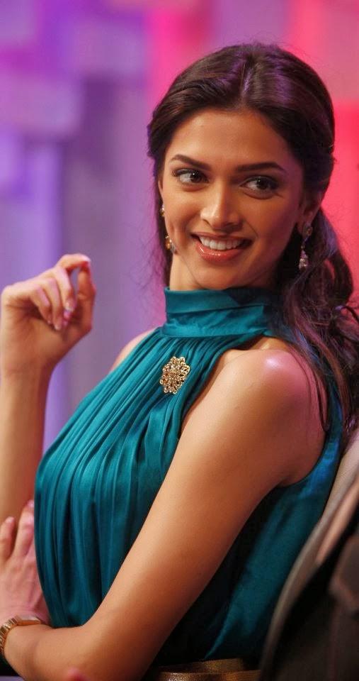 Deepika Padukone Unseen tight green gown big huge cleavage pics