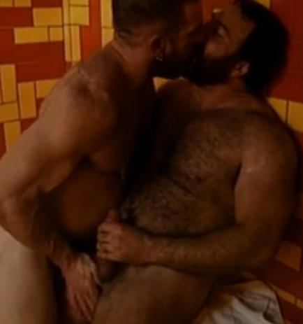 2 barbudões na sauna - beijo, pegação e punheta.