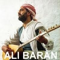 Ali Baran - Em Şer Naxwazin Şarkı Sözleri  Em naxwazin wî derdî  Şer bikeve tev erdî  Naxwazin rê bikşînin  Çavê Qîzê û desgirtî