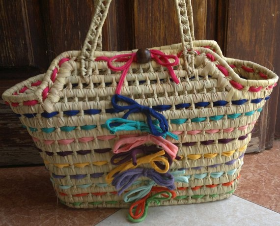 Como decorar una cesta de mimbre para la playa  Imagui