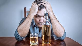 Homens são duas vezes mais propensos a se tornarem alcoólatras