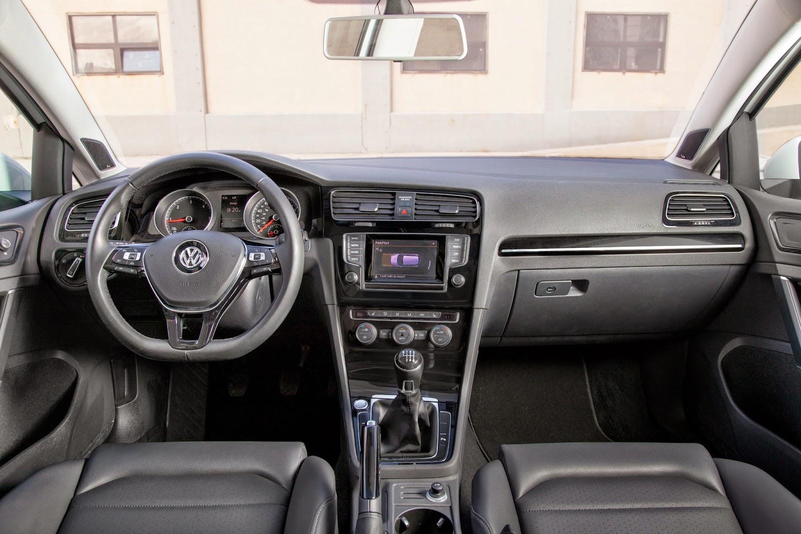 Interior view of 2015 Volkswagen Golf TDI