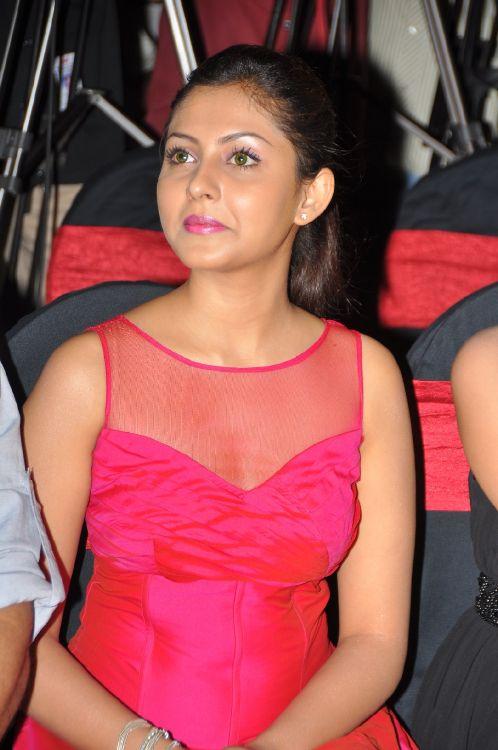 Madhu Shalini Hot Stills at Vadu Veedu Movie Audio Release Launch wallpapers