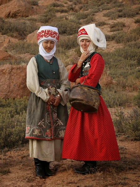 kyrgyzstan headdress craft, kyrgyz art craft tours