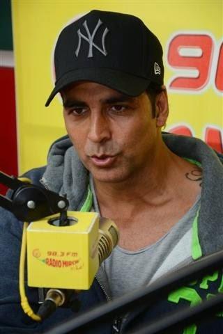 Akshay & Sonakshi at 98.3 FM Radio Mirchi to promote their movie Holiday