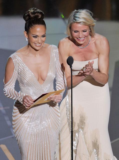 Jennifer Lopez Nip Slip @ Oscars Wardrobe Malfunction? (Jennifer Lopez