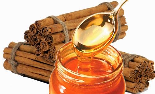 Trị mụn cám với mật ong và bột quế