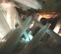 Le saviez-vous?Les 5 endroits les plus étranges et magnifiques sur Terre Cristaux-g%25C3%25A9ants-grotte-cave-naica