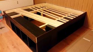 ikea hack aus kallax wird ein bett. Black Bedroom Furniture Sets. Home Design Ideas
