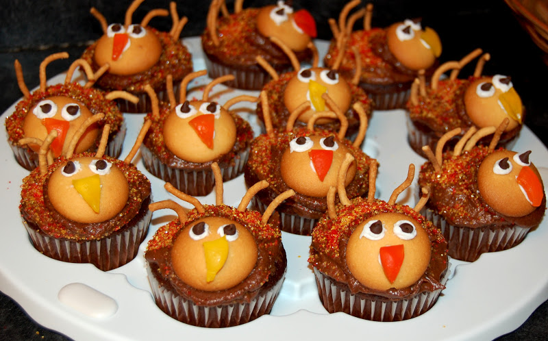 Thanksgiving cupcakes pinterest for Decorations for thanksgiving cupcakes