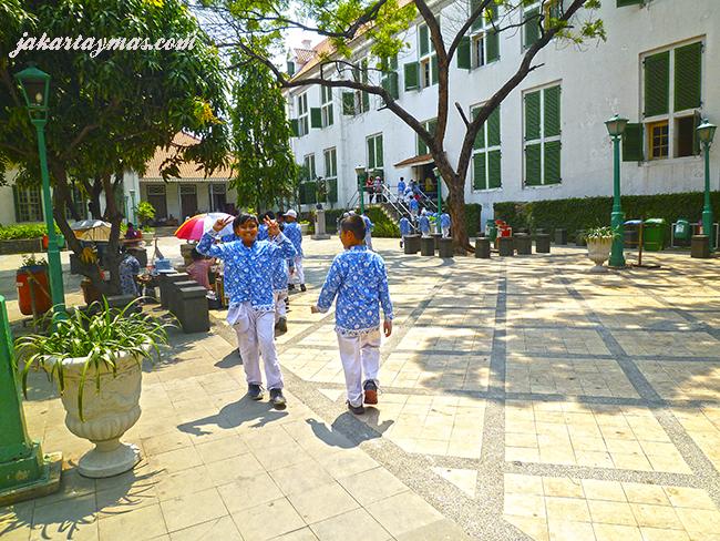 Niños en el Museum Sejarah Jakarta